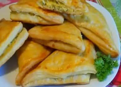 Vaření khachapuri se sýrem z listového těsta