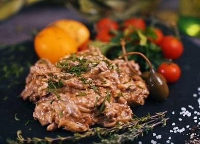 Готвене на телешки строганоф: класическа рецепта със сметана.