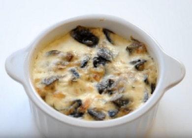 Готвене на вкусен жулиен: класическа рецепта с гъби и заквасена сметана.