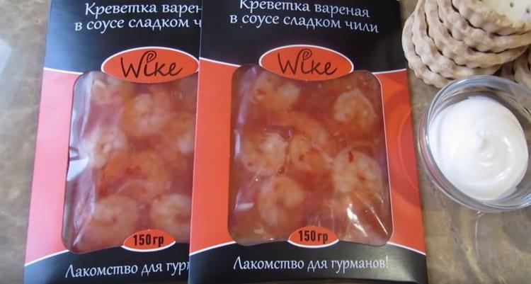 Budeme potřebovat krevety ve sladké chilli omáčce.