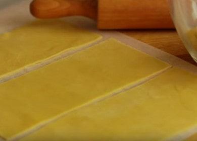 Приготвяме тесто за лазаня у дома по стъпка по стъпка рецепта със снимка.