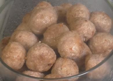 Vaření chutné masové kuličky: klasický recept s fotografiemi krok za krokem.