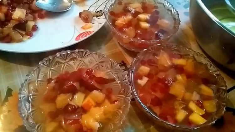 Kaada hyytelömarjat, jotta hedelmähyytelöstä valmistetaan