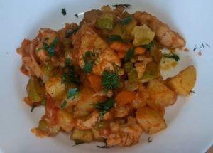 Vaříme lahodný zeleninový guláš s kuřecím masem podle postupného receptu s fotografií.