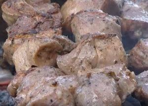 Připravujeme vynikající arménské grilování podle postupného receptu s fotografií.