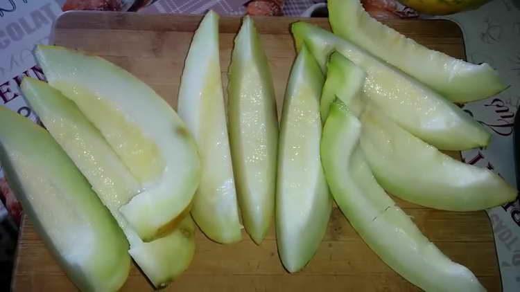 nakrájejte meloun na plátky