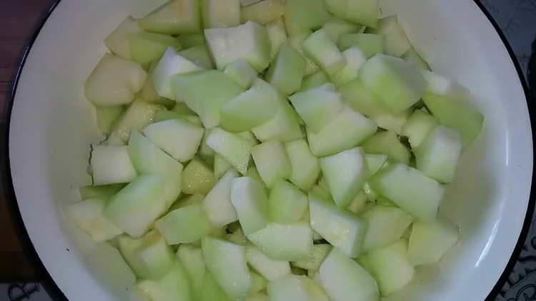 nakrájíme meloun na kostky