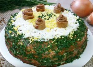 Vaření něžného jaterního koláče z vepřových jater: recept s fotografiemi krok za krokem.