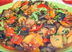 Vaření původního kavkazského zeleninového gulášu Ajapsandal: recept s fotografiemi krok za krokem.