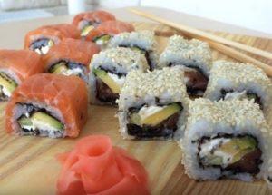 Vynikající sushi připravujeme doma podle postupného receptu s fotografií.