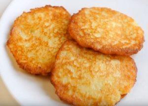 Готвене на вкусни картофени палачинки класическа рецепта със стъпка по стъпка снимки.