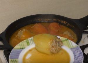Как да готвите пълнени чушки: проста стъпка по стъпка рецепта със снимка.