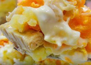 Приготвяме вкусна салата от Мимоза със сайри по стъпка по стъпка рецепта със снимка.