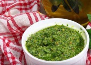 Изпитана рецепта за приготвяне на сос от песто у дома.