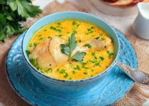 Vaření lahodné sýrové polévky: recept s rozpuštěným sýrem.
