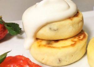 Vaření sýrů s kousnutím a lehkým tvarohem: recept s fotografiemi krok za krokem.