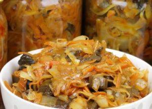 Maukas salaatti Solyanka kaali-sieniä talveksi