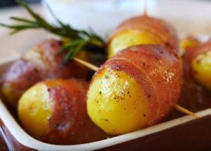 Приготвяме ароматни картофи с бекон във фурната по стъпка по стъпка рецепта със снимка.