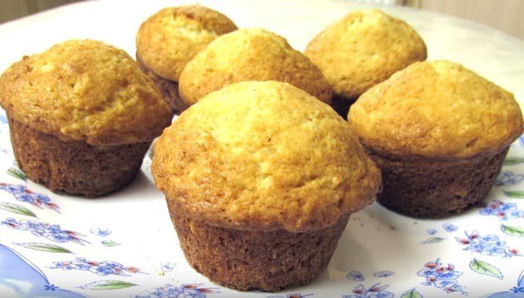 Jemné muffiny s tvarohem jsou připraveny.