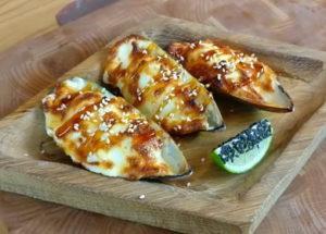 Recept na funky mušle se sýrem a česnekovou omáčkou